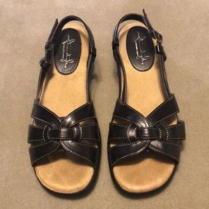 Hush Puppy Soft Style Sandals. NWOT